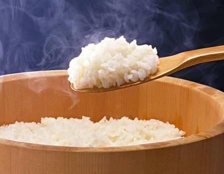 Cách trị mụn thịt thừa ở nách đơn giản bằng cơm nóng