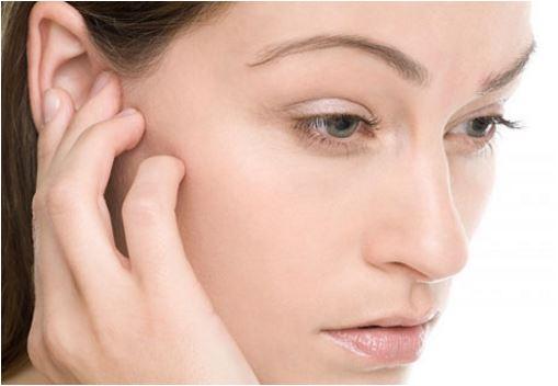 Mọc mụn ở vành tai khiến nhiều người lo lắng